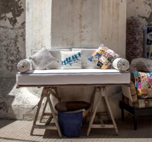 Conseils-deco-en expat-s-approprier-son-logement meuble-sans-stress-Credit-karim-manjra-UNE femmexpat