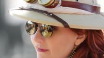 5-profils-de-ceux-qui-vivent-a-l-etranger-UNE femmexpat 559x520