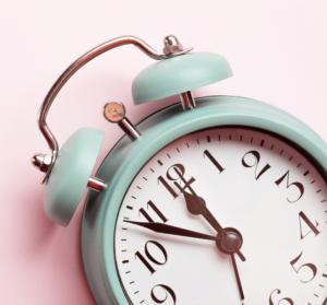 Pourquoi-ce-decalage-horaire-entre-France-et-Royaume-Uni-UNE femmexpat 559x520