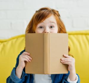 Notre-selection-de-livres-pour-accompagner-les-enfants-expatries-UNE femmexpat 559x520