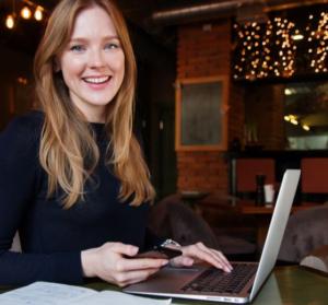 3-regles-de-base-pour-communiquer-efficacement-sur-le-web-UNE femmexpat