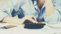 Conjoints d'expat : Sécurisez vos propres finances avant de partir