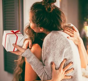 Notre-cadeau-c-est-vous-Zapping-2019-UNE femmexpat 559x520