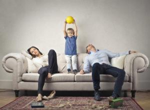 Parents expatriés et exténués : comment alléger la charge mentale ?