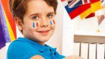 Cours Griffon enfant aves des drapeau francais sur les joues