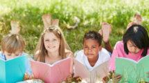 4-astuces-pour-faire-lire-ses-enfants-en-expatriation 559x520