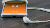 Des-podcasts-pour-voyager-william-iven-5894-unsplash-Copy of UNE femmexpat 559x520