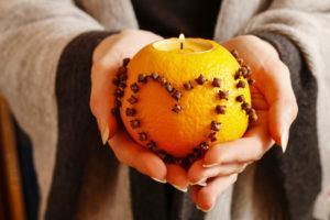 Créer une belle ambiance pour les fêtes grâce aux huiles essentielles