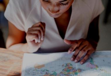 Parmi les principaux obstacles auxquels sont confrontés les conjoints dans leur recherche d'emploi, la barrière de la langue figure en 2èmeplace derrière le manque de réseau.