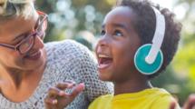 Des-podcasts-plutot-que-des-ecrans-pour-nos-enfants-UNE femmexpat