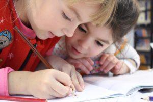 enfants écrivant éditions FATON