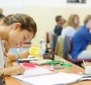 Pourquoi choisir le Bachelor de ESCP? Les étudiants témoignent Londres étudiante