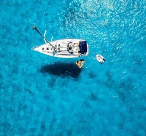 Vacances loin de la foule  louer un bateau, une solution idéale